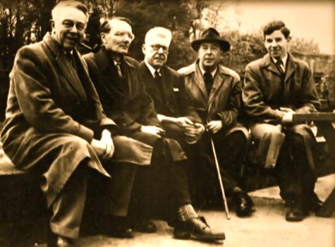 Tolkien dan beberapa temannya.
