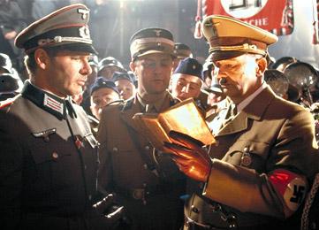 Hitler dan Nazi selalu membuat Tolkien muak.