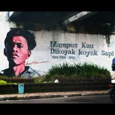Mural bergambar Chairil Anwar.